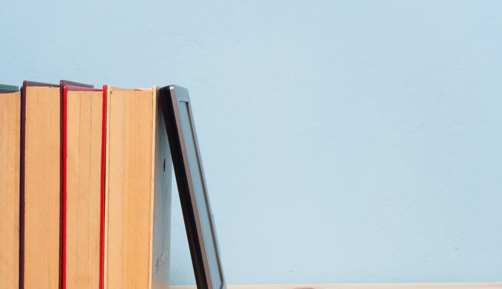 Should We Read Print Books or E-books?