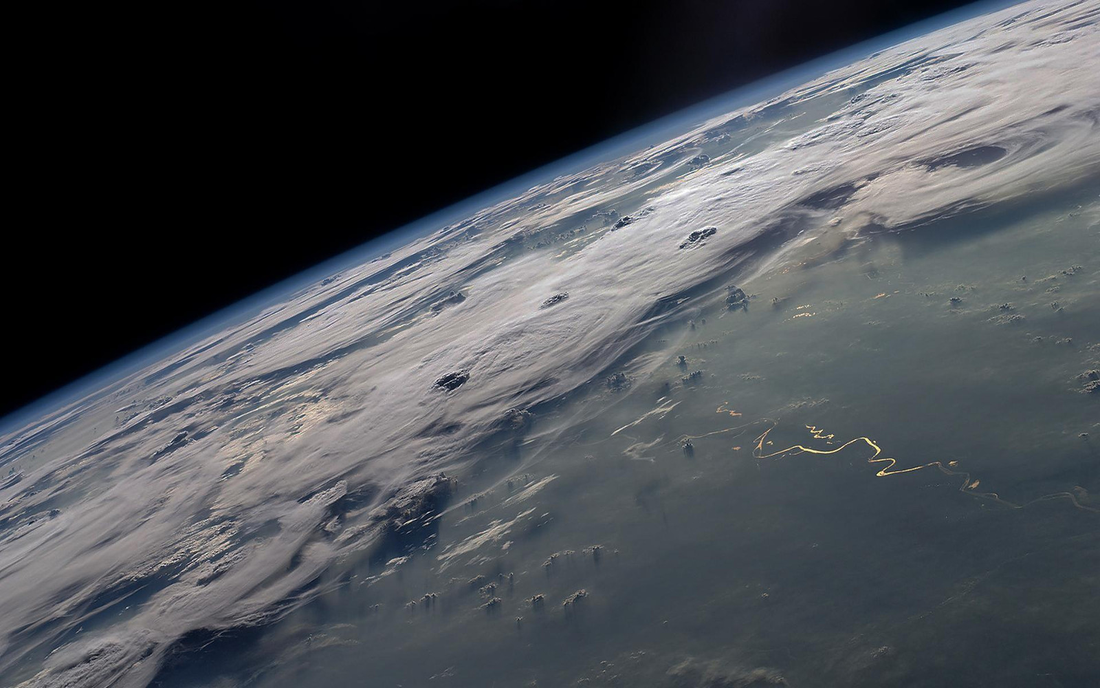 A Hazy Atmosphere on Early Earth